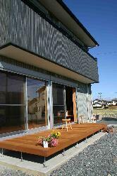 木格子の家の部屋 ウッドデッキテラス