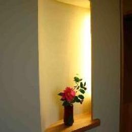 木格子の家 (玄関の飾り棚)