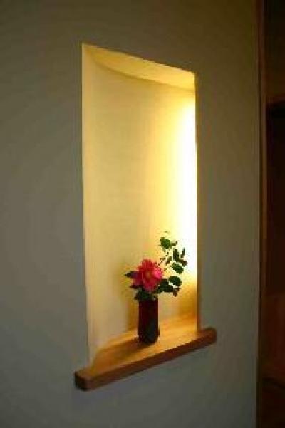 玄関の飾り棚 (木格子の家)