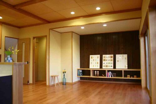木格子の家の部屋 リビング