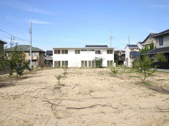 house h (白い外観)
