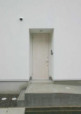 house h (玄関-closed)