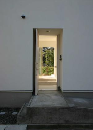 house h (玄関-open)