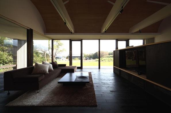 寿都の平屋の部屋 開放的なリビング(撮影:安達治)