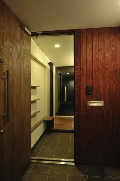 緑感居の部屋 玄関(撮影:KEN五島)