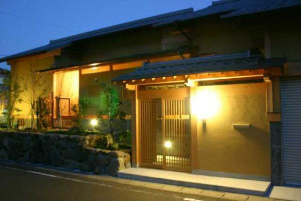 井野元邸の部屋 玄関-夜景