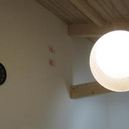 モダン和風のS邸 (リビングダイニングの照明)