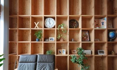 78/100 木箱・千種 (2階の間 柱を利用した収納棚)