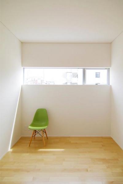 西春の家 (横長の窓のある部屋(撮影:寺嶋梨里))