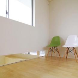 西春の家 (キッチンを望める隙間のある部屋(撮影:寺嶋梨里))