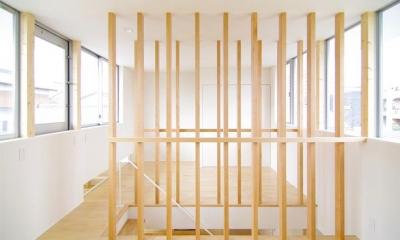 木製ルーバーの階段(撮影:寺嶋梨里)|西春の家