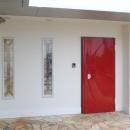 真っ赤なエントランスドア