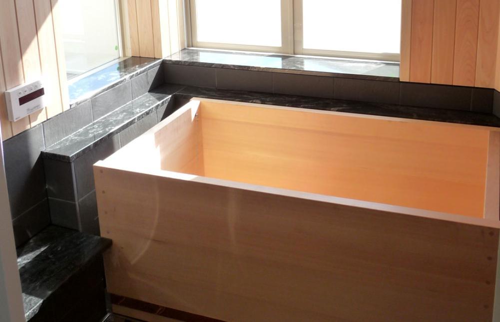 大阪・大理石の家の部屋 檜風呂
