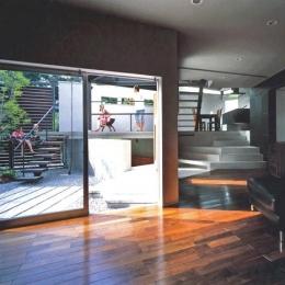 ステップテラスの家 (つながるリビング・ダイニング・テラス・庭)