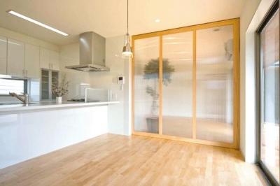 T邸 (キッチン-引き戸で空間を仕切る)