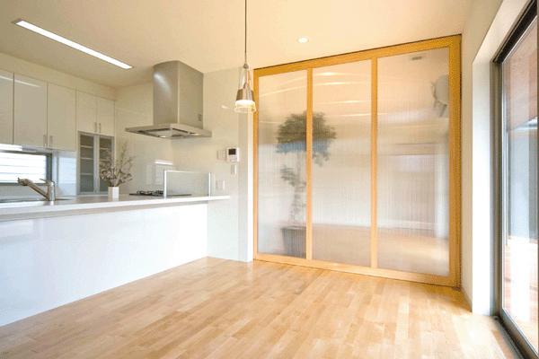 T邸の部屋 キッチン-引き戸で空間を仕切る