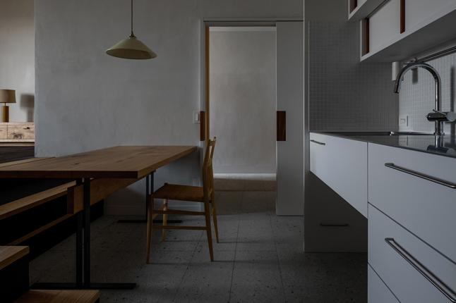 富里の家の部屋 ダイニングキッチン(撮影:Ippei Shinzawa)