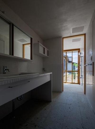 洗面スペース(撮影:Ippei Shinzawa) (富里の家)