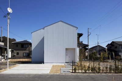 白い外観2(撮影:Yoshiharu Hama) (神座の家)