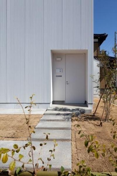神座の家 (玄関アプローチ(撮影:Yoshiharu Hama))