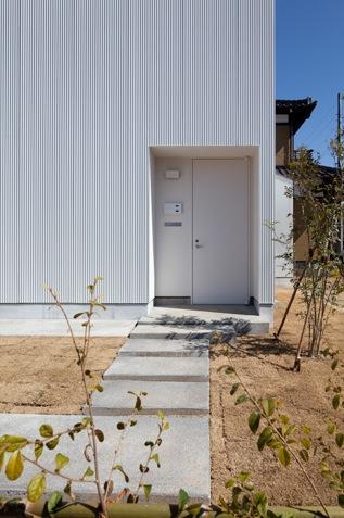 神座の家の部屋 玄関アプローチ(撮影:Yoshiharu Hama)