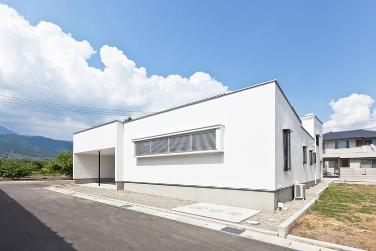 桃園の家 (白い外観1)