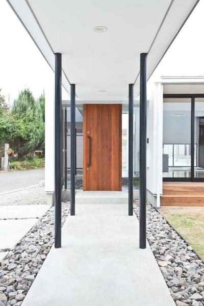 玄関アプローチ (桃園の家)