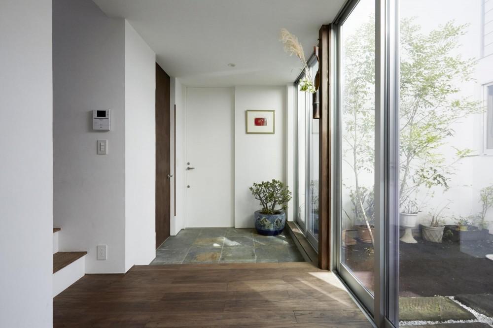 エトウゴウ建築設計室「鎌倉の家 旗竿敷地に建つ中庭のある家」