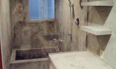 モルタルの水周りにこだわった五本木の家 (バスルーム)