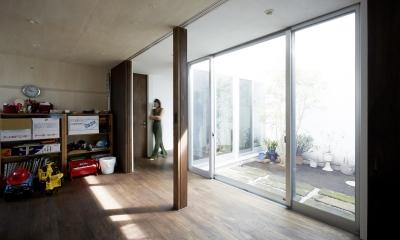 鎌倉の家 旗竿敷地に建つ中庭のある家 (オープンにもクローズにもできる子供部屋2)
