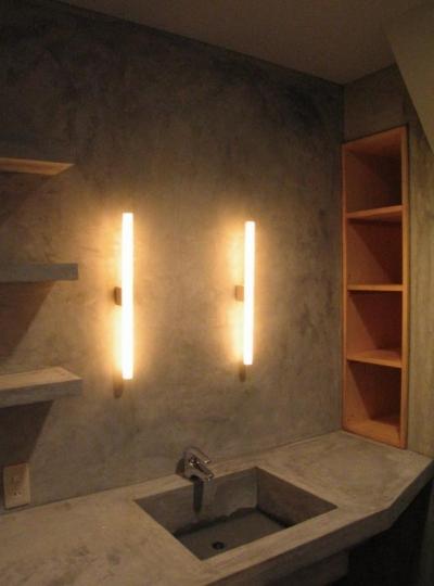 洗面スペース (モルタルの水周りにこだわった五本木の家)