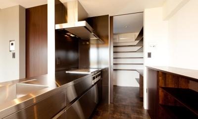 収納たっぷりなキッチン|宇津谷の家