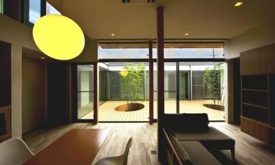 中庭を回遊する家