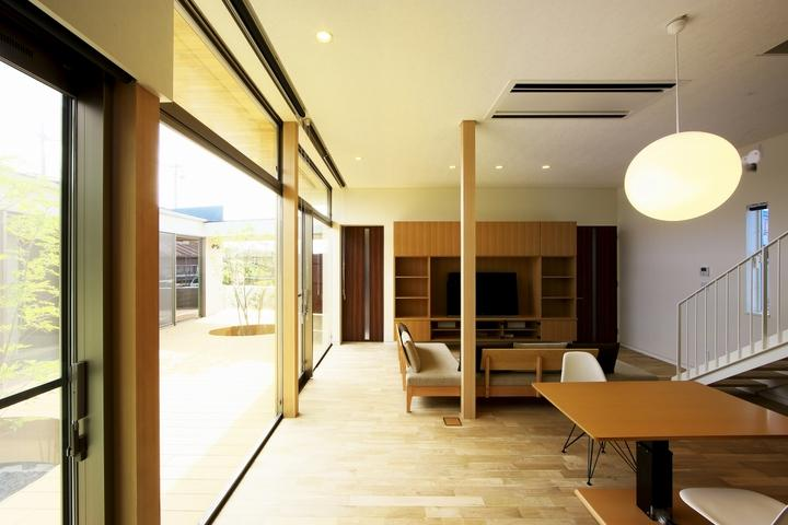 長坂篤「中庭を回遊する家」