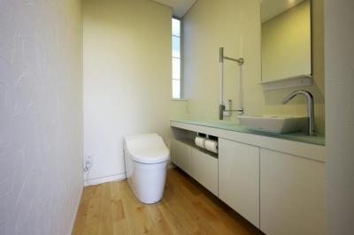 トイレ (中庭を回遊する家)