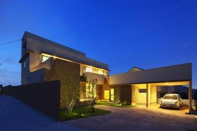 多素材の茶色い家 (外観-夜景)