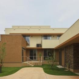 多素材の茶色い家 (庭)