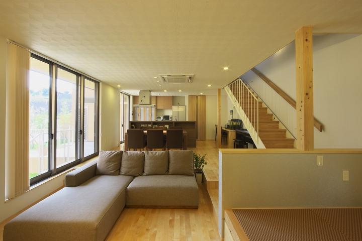 多素材の茶色い家 (広々LDK-1)