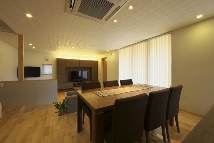 多素材の茶色い家の部屋 広々LDK-2