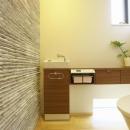 長坂篤の住宅事例「多素材の茶色い家」