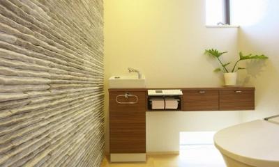 トイレ1|多素材の茶色い家