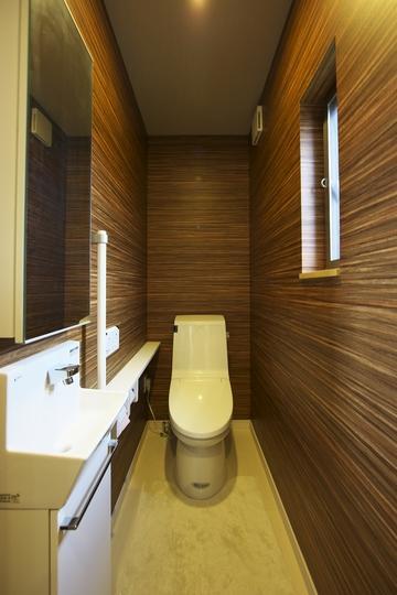 多素材の茶色い家の部屋 トイレ2