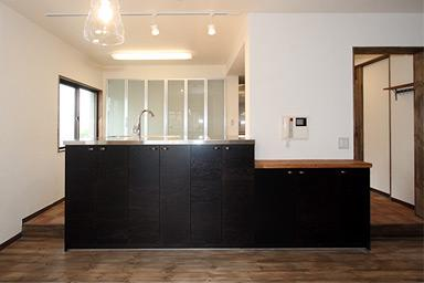 アトリエにモダンリビングを N's HOMEの写真 オープンキッチン1