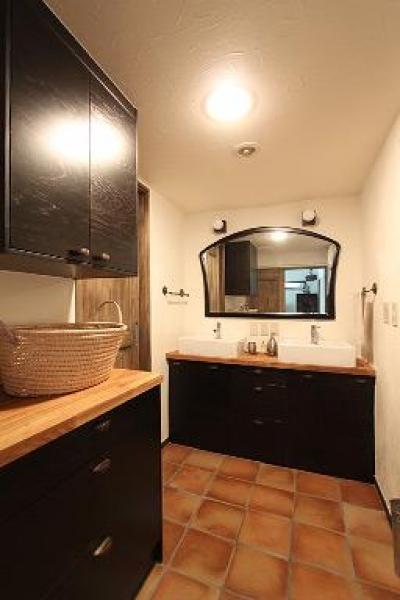 洗面脱衣室 (アトリエにモダンリビングを N's HOME)
