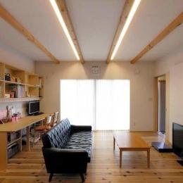 武豊の家 (勉強コーナーのあるリビング)