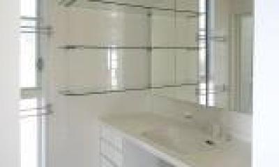 腰浜の家 (白で統一された洗面所)