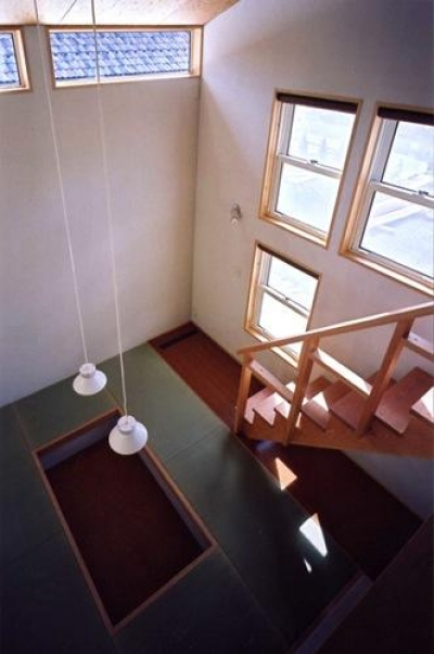 ロフトより畳スペースを見下ろす(撮影:絹巻豊) (菩提寺の家)