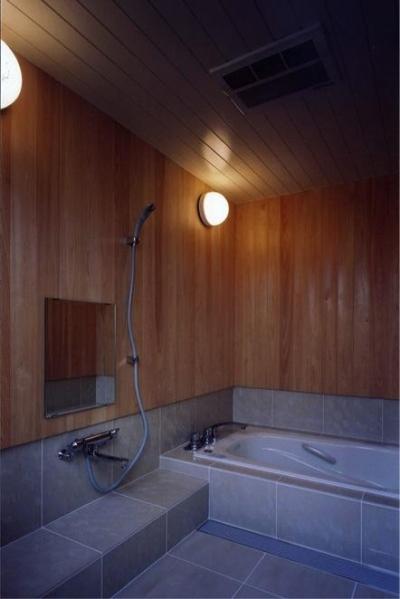 浴室(撮影:絹巻豊) (菩提寺の家)