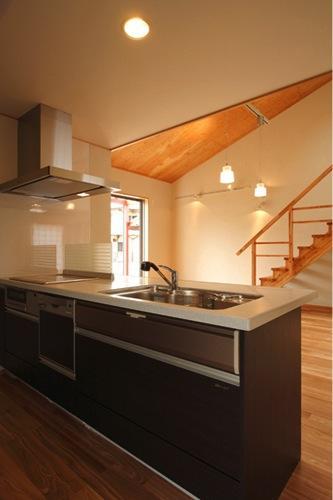 鶴居の家の部屋 対面式キッチン(撮影:後藤健治)
