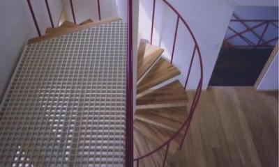 螺旋階段(撮影:絹巻豊)|西浜の家